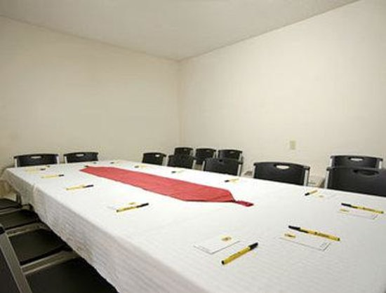 Super 8 Huntington: Meeting Room