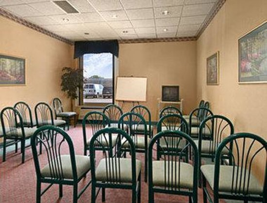 Super 8 Elyria: Meeting Room
