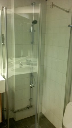 Elite Hotel Adlon: shower