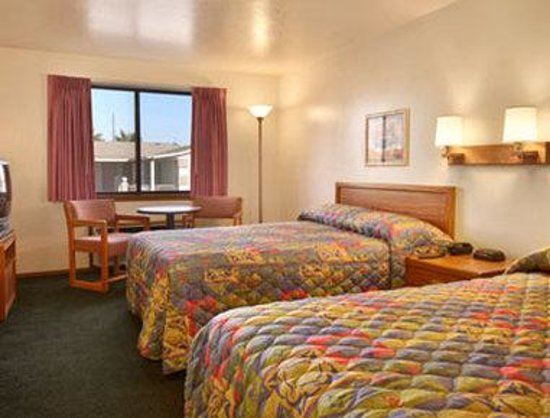 Super 8 Mesa/Phoenix Power and Main: Standard Two Double Bed Room