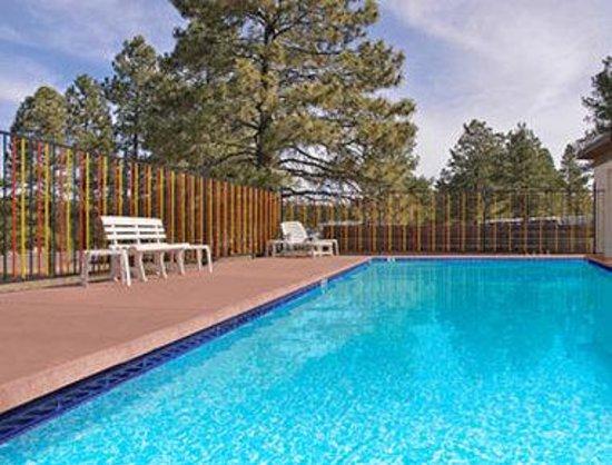 Super 8 Williams East/Grand Canyon Area : Seasonal Outdoor Pool