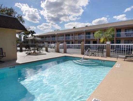 Super 8 Kissimmee/Maingate/Orlando Area: Pool