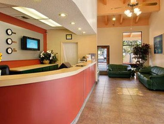 Super 8 Kissimmee/Maingate/Orlando Area: Lobby