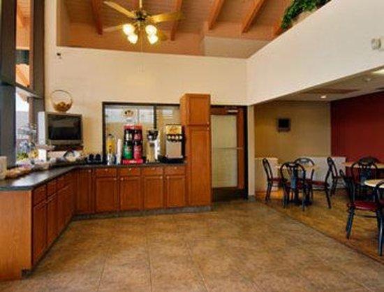 Super 8 Kissimmee/Maingate/Orlando Area: Breakfast Area