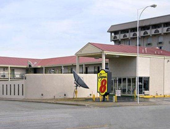 Super 8 Lubbock Civic Center North: Welcome to Super 8 Lubbock