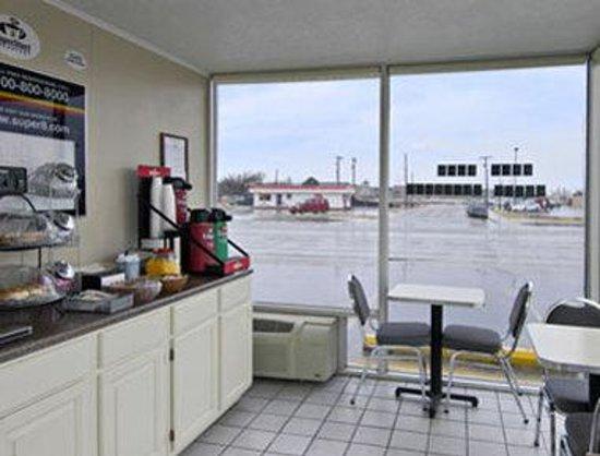 Super 8 Lubbock Civic Center North: Breakfast Area