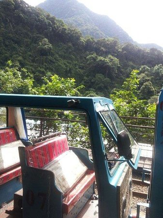 Wulai Falls: 搭台車前往烏來瀑布