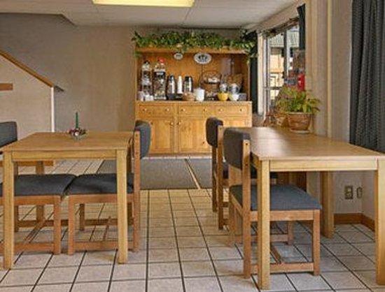 Super 8 Ashland : Breakfast Area