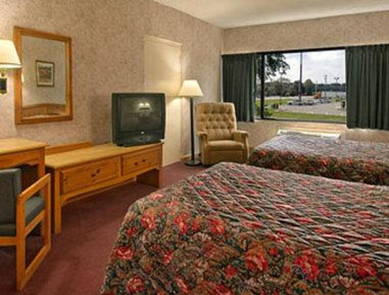 Super 8 Ashland : Standard Two Queen Bed Room