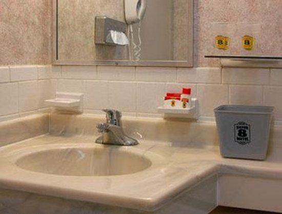 Super 8 Ashland : Bathroom
