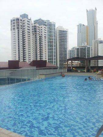 Hard Rock Hotel Panama Megapolis: Piscina con hermosa vista.