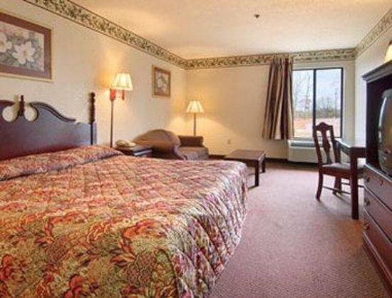 Super 8 Booneville: Standard King Bed Room