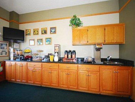 Super 8 Lindsay Olive Tree: Breakfast Area