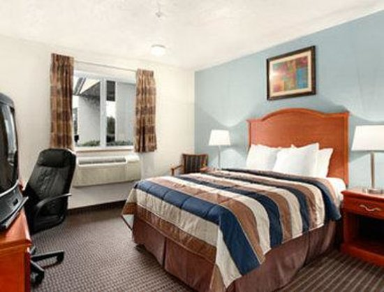 Super 8 Roseburg: Standard Queen Bed Room