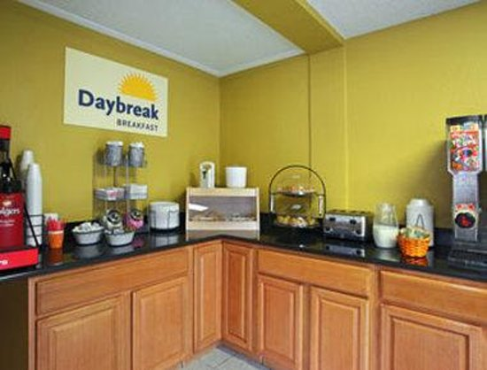 Days Inn Torrington: Breakfast Area
