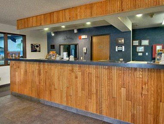 Super 8 Custer/Crazy Horse Area: Lobby