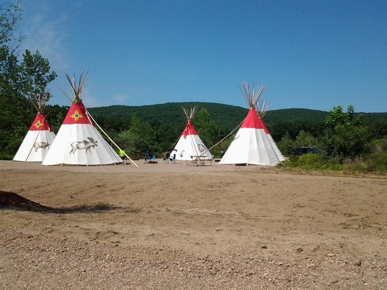 Lake Compounce: Teepees- cute