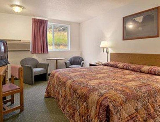 Super 8 Custer/Crazy Horse Area: Suite