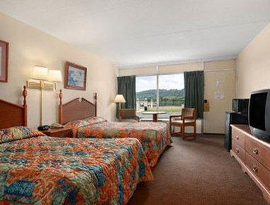 Motel 6 Pulaski: Standard Two Double Bed Room