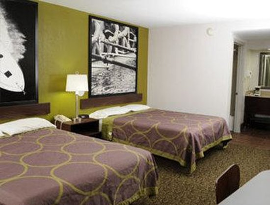 Super 8 Gainesville: Two Queen Bed Room