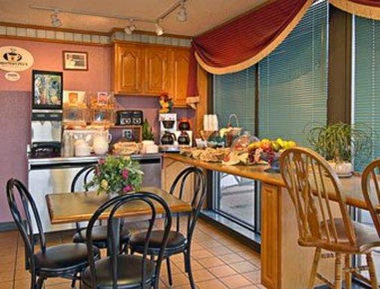 Super 8 Tulsa/Arpt/St Fairgrounds : Breakfast Area