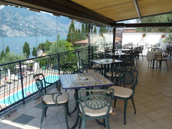 Hotel Capri: Frphstück überm Gardasee