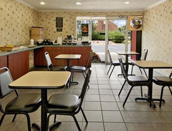 Super 8 Williamsburg/Historic Area : Breakfast Area