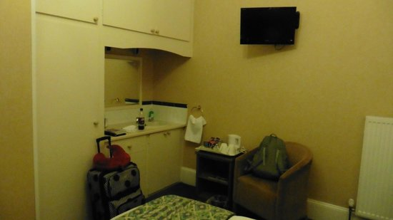 The Hazelwood: sink, mirror and snacks on table in room