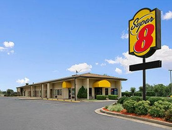 Welcome to Super 8 Tupelo Airport