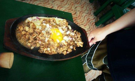 Big Mama's Pinoy Hot Pot & Grill: Slizzing Pork Sisig