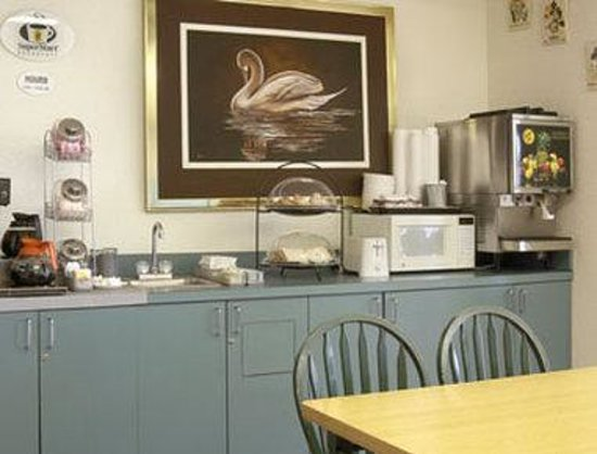 Super 8 Elizabethtown: Breakfast Area