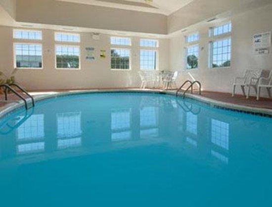 Super 8 Elizabethtown : Pool