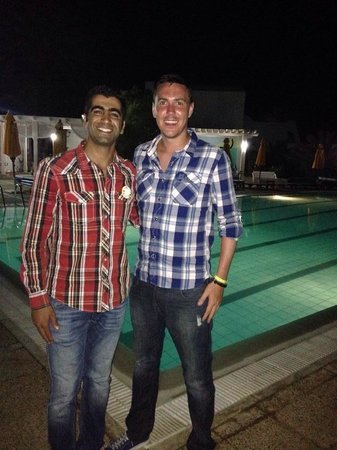 Hotel Djerba Haroun : My boyfriend and the assistant manager. Very nice man