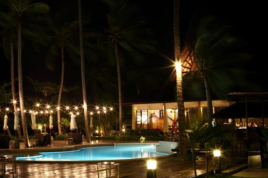 The Passage Samui Villas & Resort: the beach at night