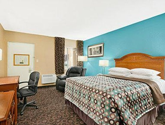 Super 8 Belleville St. Louis Area: Standard Queen Room
