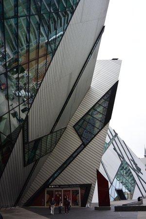 Musée royal de l'Ontario : Architecture