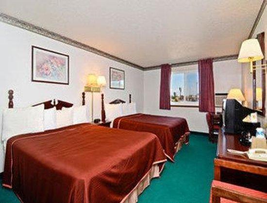 Super 8 Gillette : 2 Bed Guest Room
