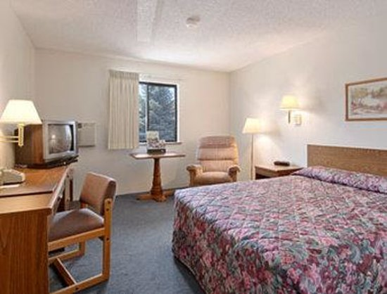 Super 8 Missoula/Brooks Street: Standard Queen Bed Room