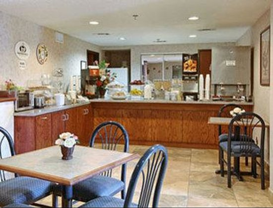 Super 8 Fort Worth North: Breakfast Area