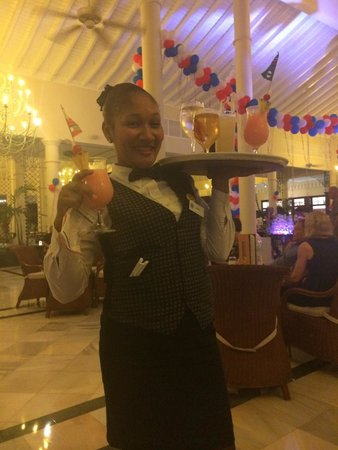 Luxury Bahia Principe Ambar Blue Don Pablo Collection : The lovely bar lady