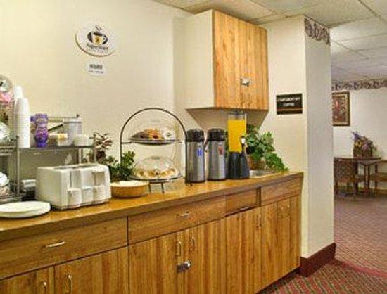 Super 8 Auburn: Breakfast Area
