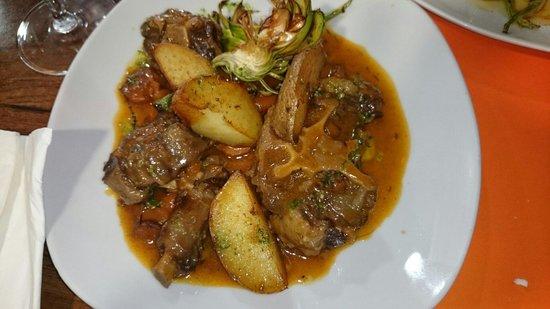 La Cuina de la Loli: Rabo de toro estofado con patatas al caliu