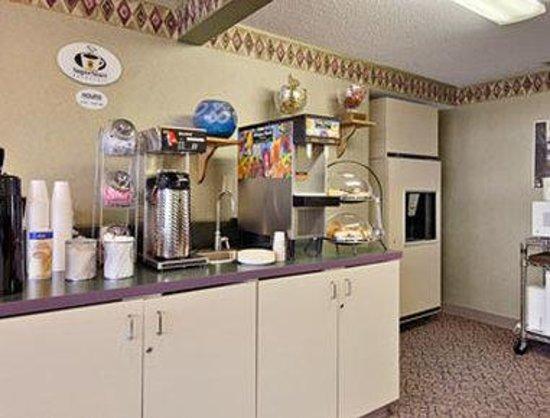 Super 8 Mankato: Breakfast Area