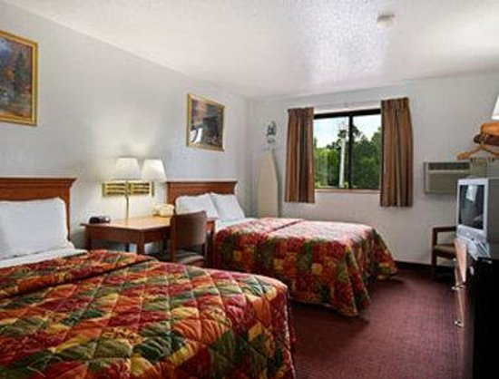 SUPER 8 MOTEL - JOHNSTOWN/GLOVERSVILLE AREA