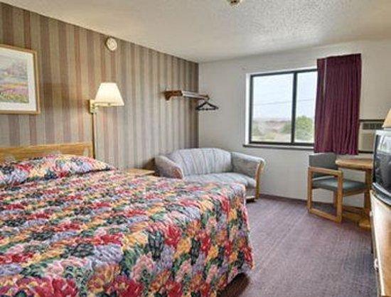 Super 8 Miles City: Standard King Bed Room