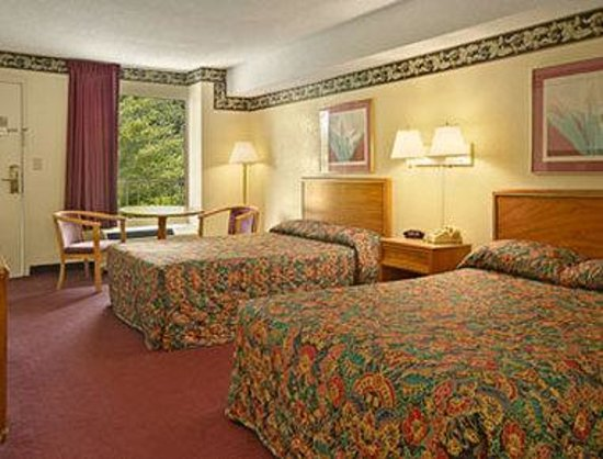 Super 8 Williamsburg Pottery : Standard Two Double Bed Room