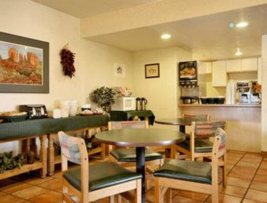 Super 8 Cottonwood : Breakfast Area
