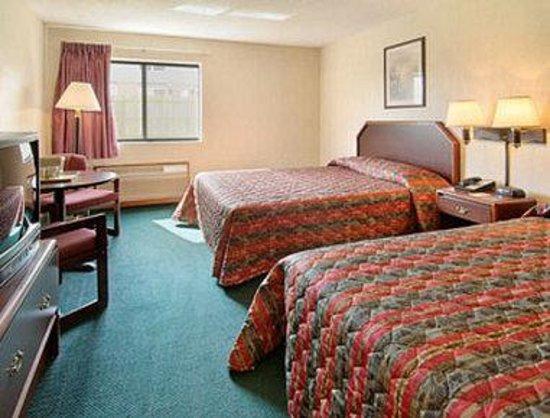 Super 8 Monee: Standard Two Queen Bed Room
