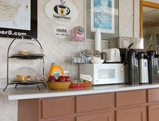 Super 8 Centerville-Richmond: Breakfast Area