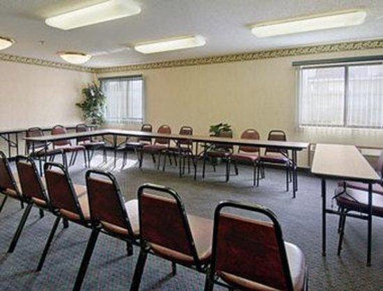 Super 8 Monee: Meeting Room